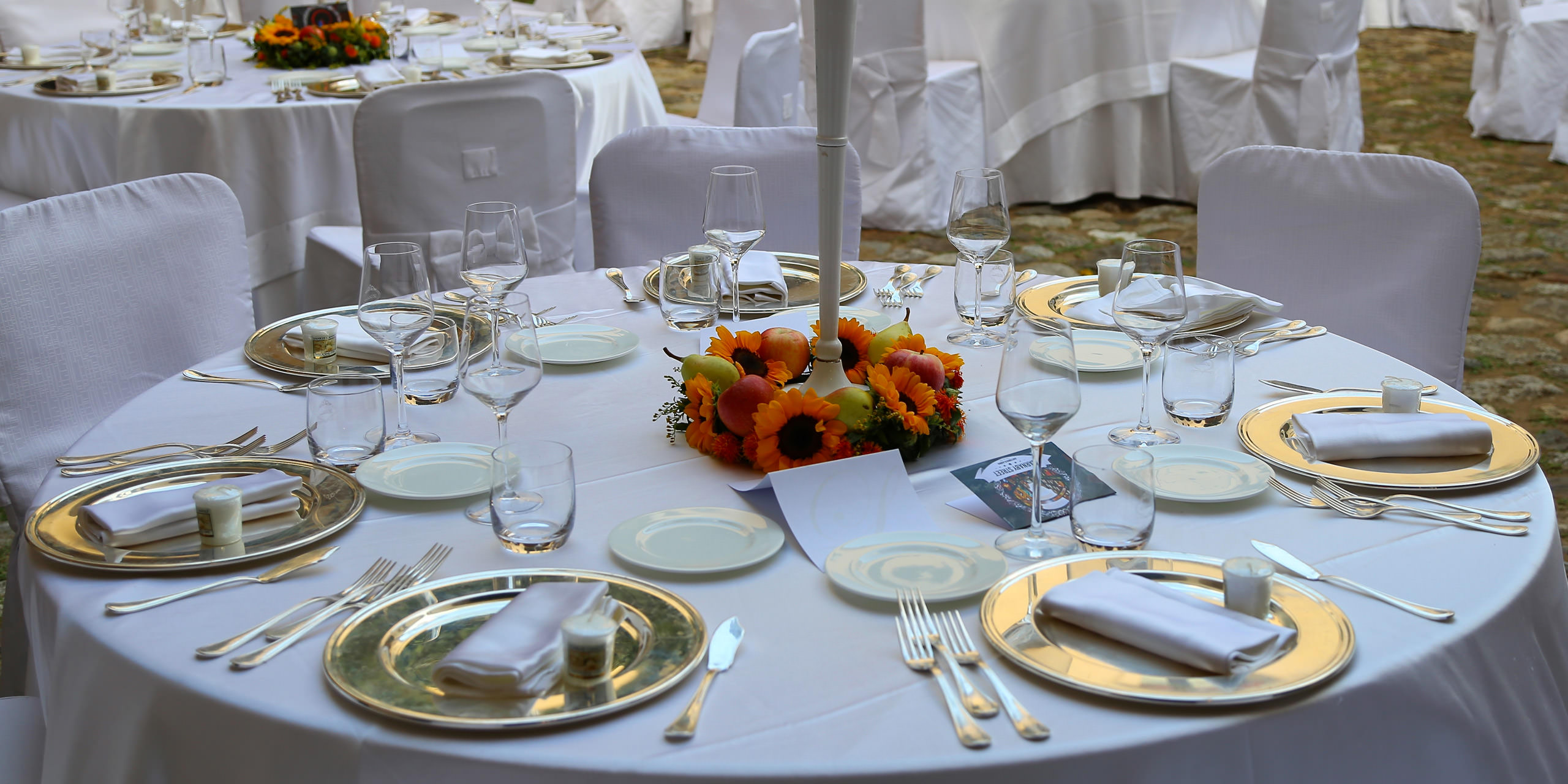 Equipment rental for events and ceremonies in Calabria. Lo Schiavo Catering e Banqueting.