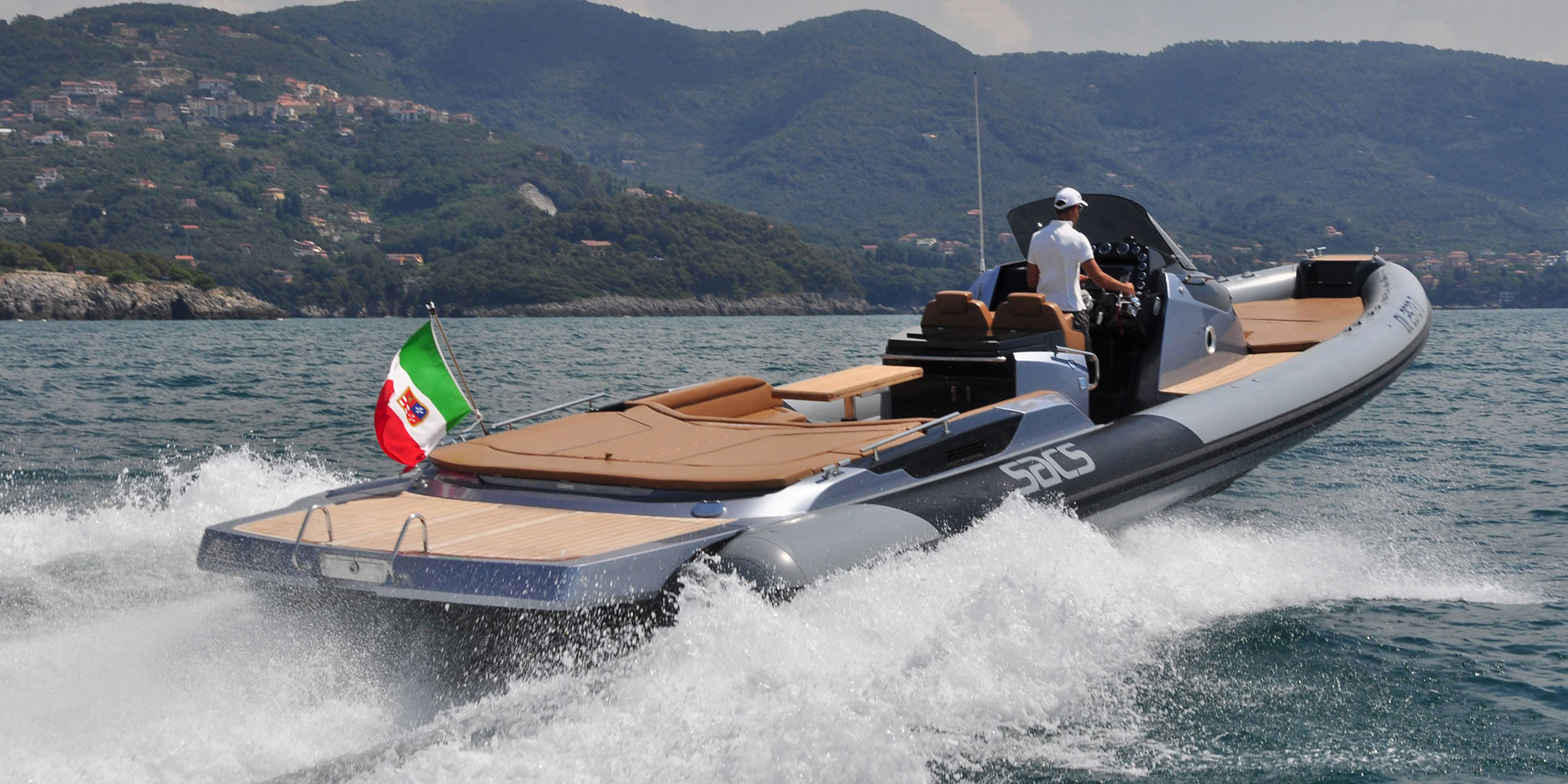 Rental of boats and yachts for events and ceremonies in Calabria. Lo Schiavo Catering e Banqueting.